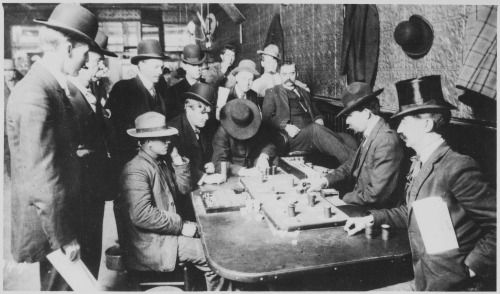%22Orient_Saloon_at_Bisbee,_Arizona..._Faro_game_in_full_blast._Recognized,_Left_to_right-Tony_Downs_(standing_with_derby)_-_NARA_-_530986